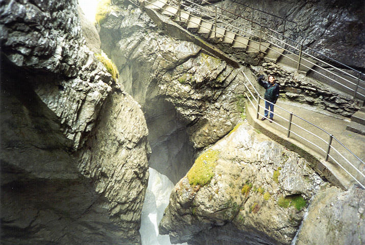 شلالات تروميل باخ Trummelbach Falls 2trummel_wave.jpg